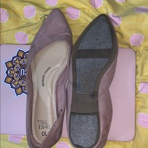 Today I am selling light pink shoes
